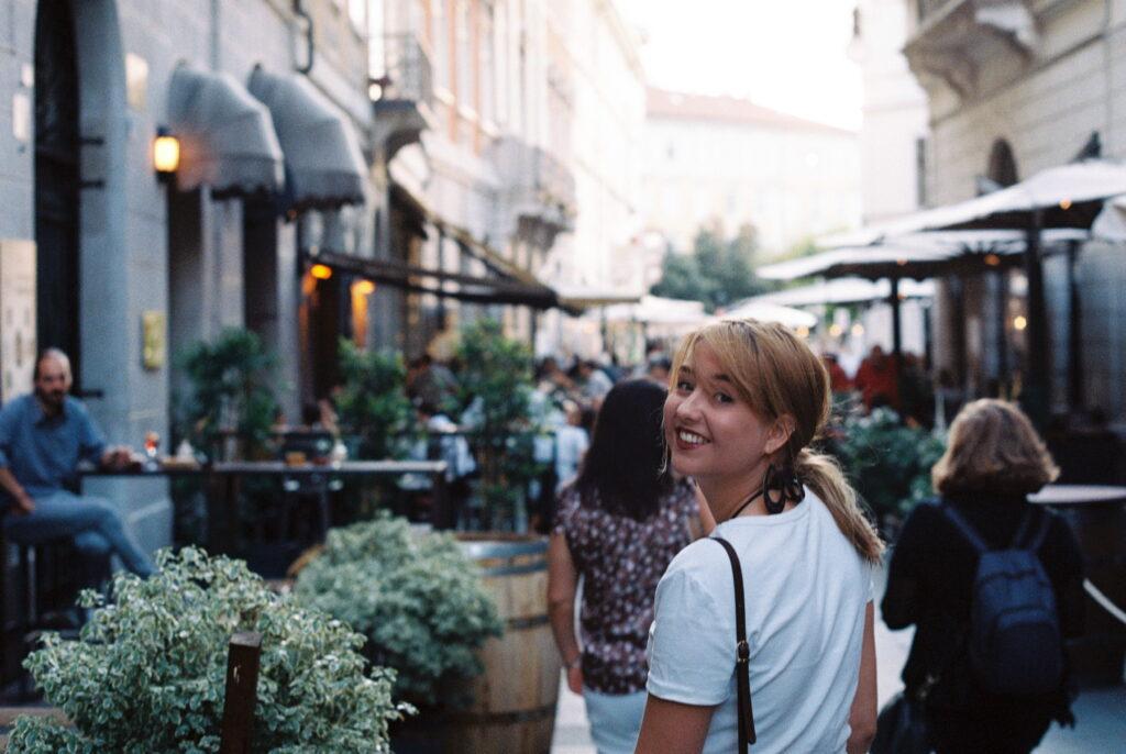 Ein Spaziergang durch die Via Torino in Triest, Italien