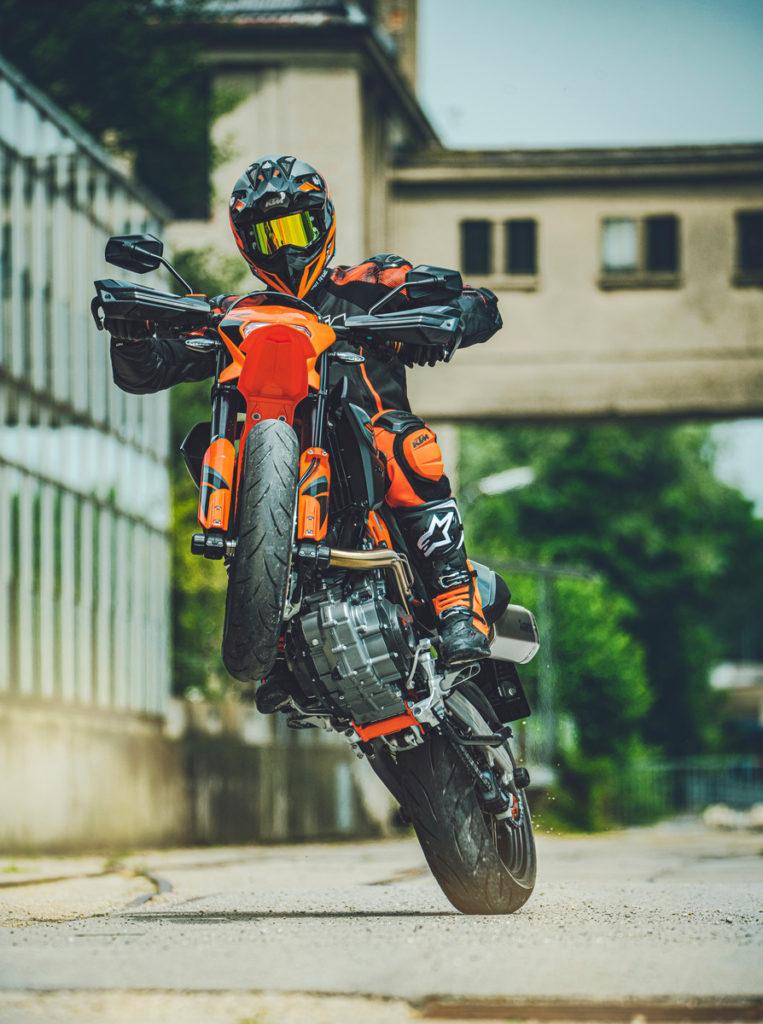 Kein anderer Hersteller  hat das Super Moto Segment so geprägt wie KTM: Super Moto ist KTM