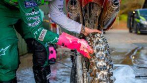 Muc Off deep rubber gloves